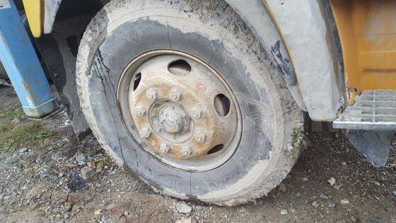 На кранбалку шины диски r20,r22.5