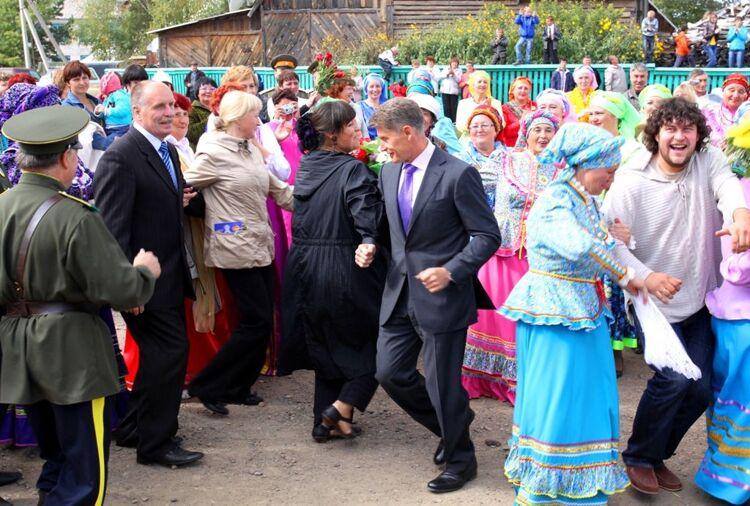 Олег Кожемяко пляшет под песни Надежды Бабкиной