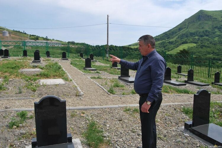Сергей Усов— руководитель администрации села Малокурильского— рассказывает о дальнейших планах реконструкции кладбища