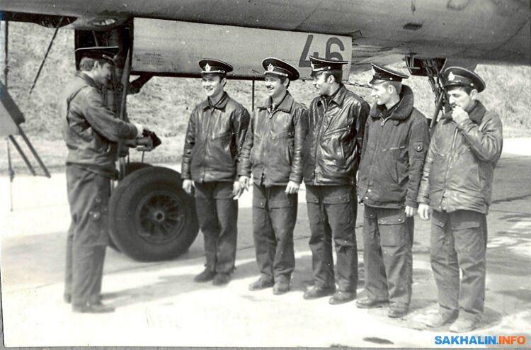 Экипаж Ту-16 (слева направо): А.Н. Шиколай, З.А. Туюшев,  А.Ю. Невзоров