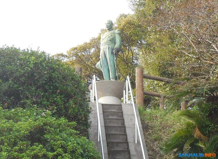 Памятник адмиралу Того Хэйхатиро, руководившему японском военным флотом вовремя Цусимского сражения входе русско-японской войны 1904-1905 годов. Город Кагосима— родина адмирала Того