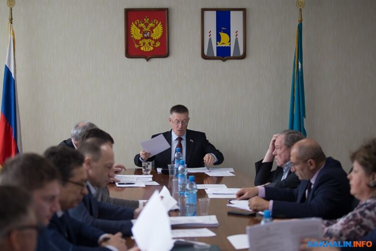 Анатолий Кончев (в центре)