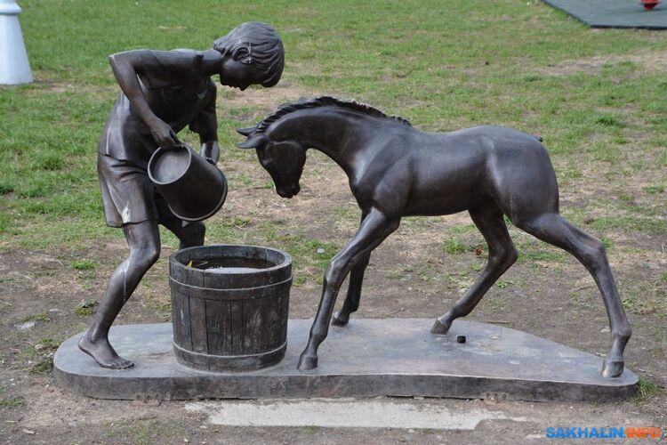 Скульптурная группа наплощади