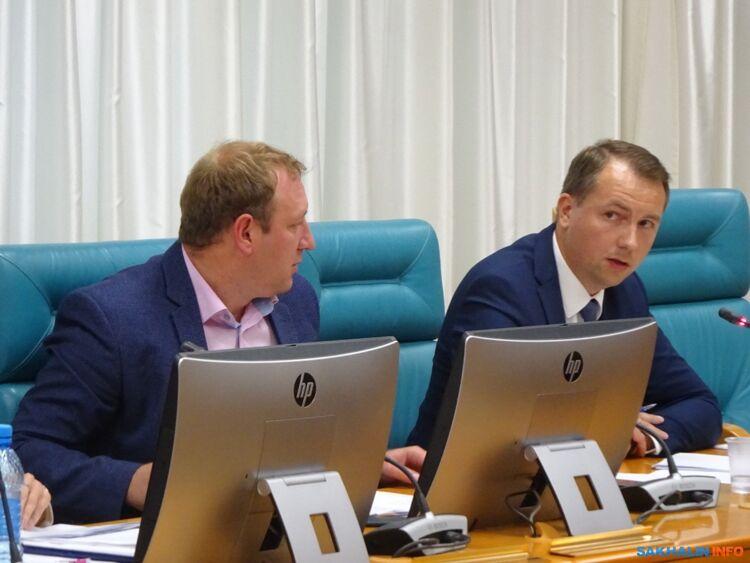 Егор Умнов (справа)