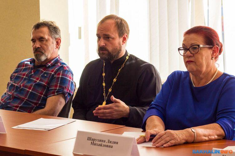 Максим Лобановский (в центре)