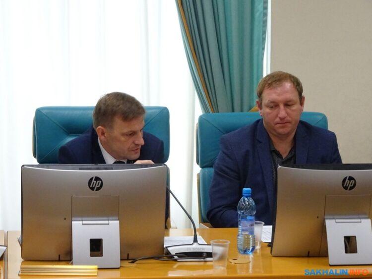 Сергей Буренков (слева)