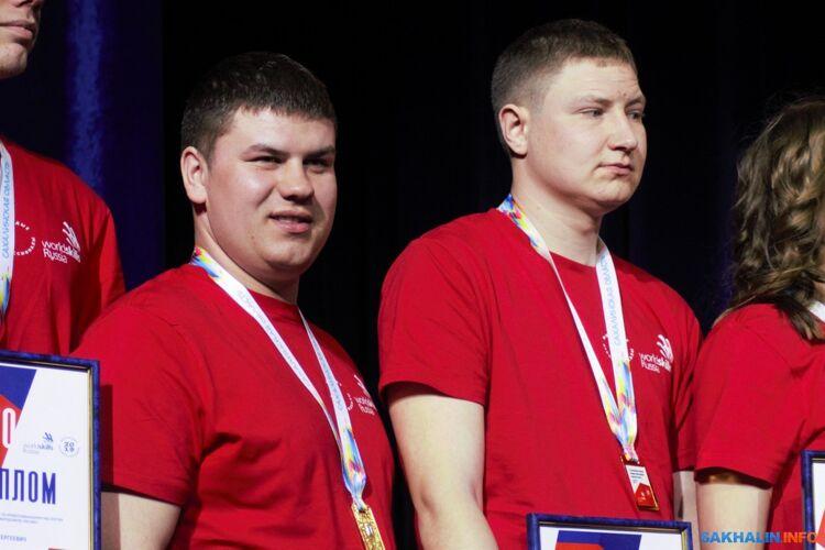 Вадим Кравцов (слева)