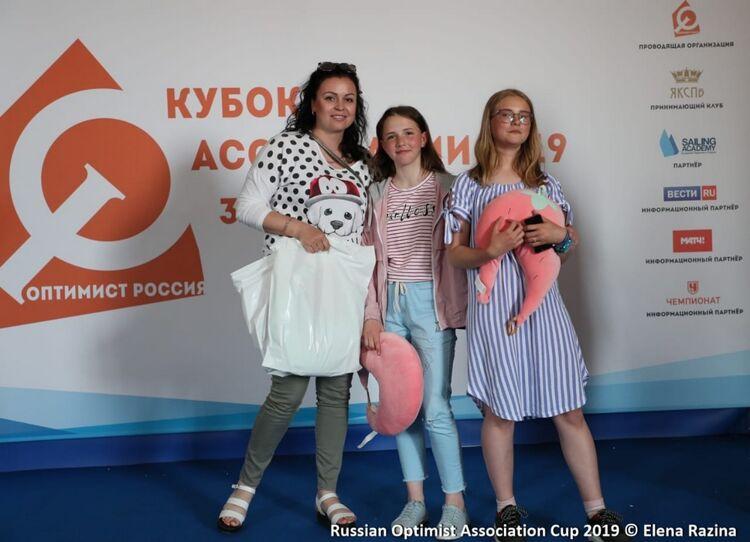 Инструктор-методист Дарья Федорова, Полина Христникова иАлина Петрова.
