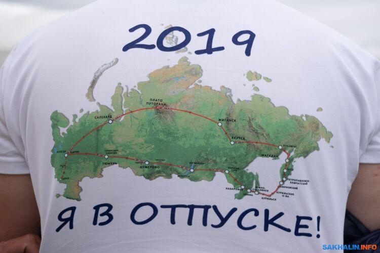 Двое путешественников на гидросамолёте преодолели тысячу километров с Камчатки на Сахалин
