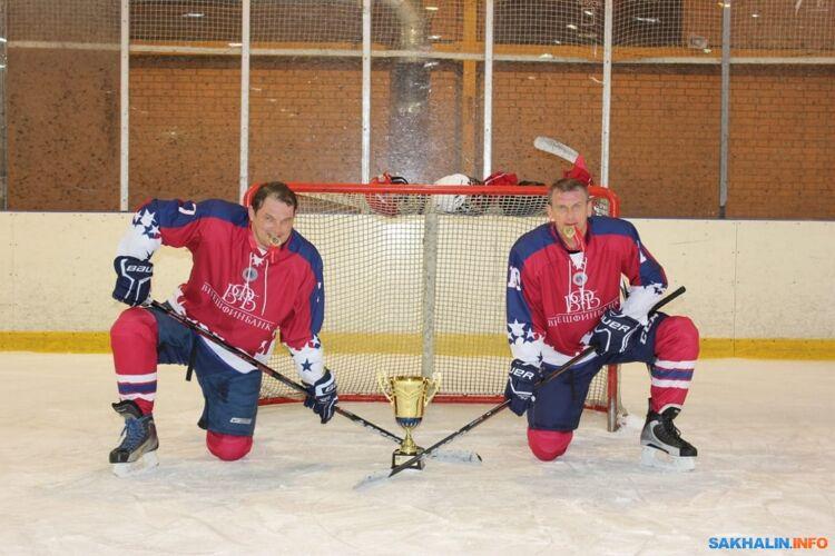 С братом Андреем имини-кубком НХЛ