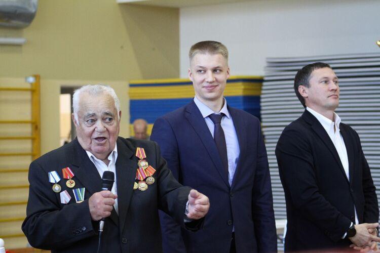 Аветис Агриев, слева