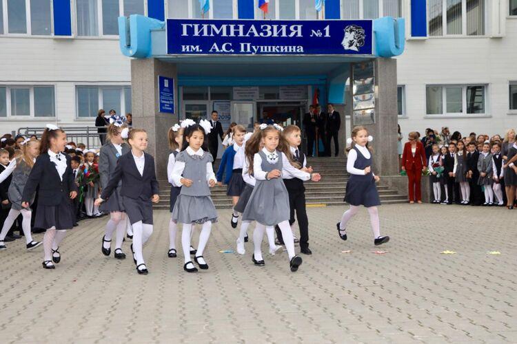 Фото сДня знаний вЮжно-Сахалинске