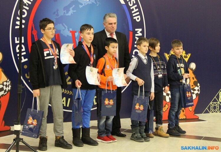 Тимур Кутбиддинов, Артем Хуснулгатин, Михаил Бамбизо, Александр Ткачев (слева направо)