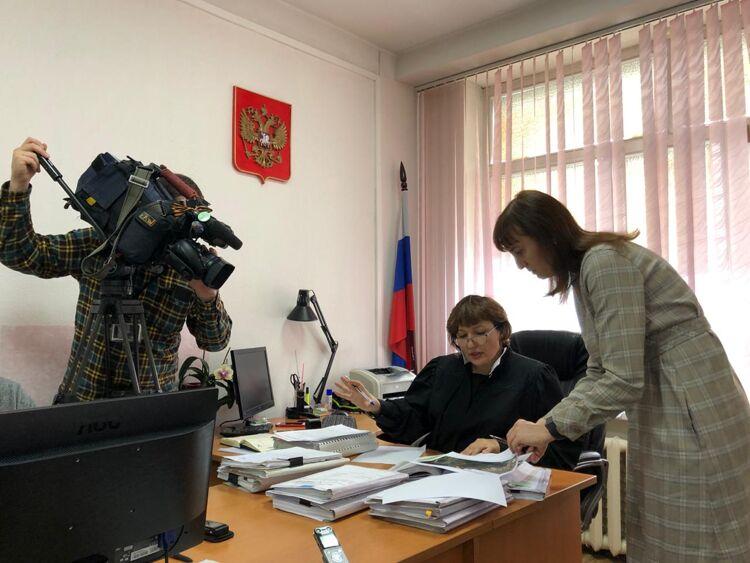 """Судья М.Бойкова ипредставитель """"Эковахты"""" Наталия Лисицына"""