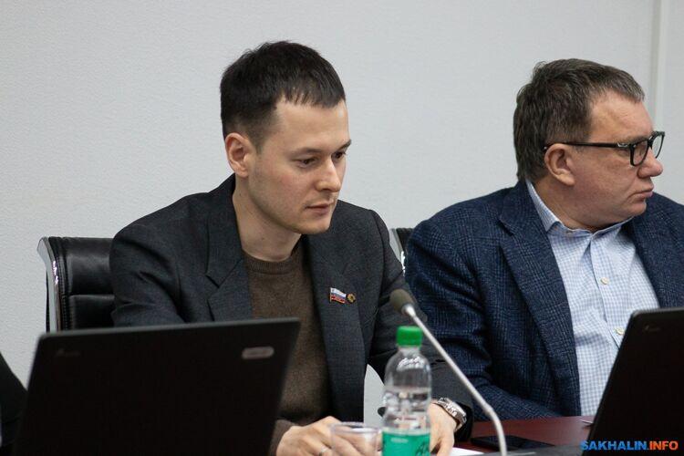 Роман Веденеев (слева)