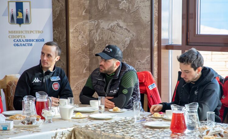 Сахалинский губернатор встретился с паралимпийцами