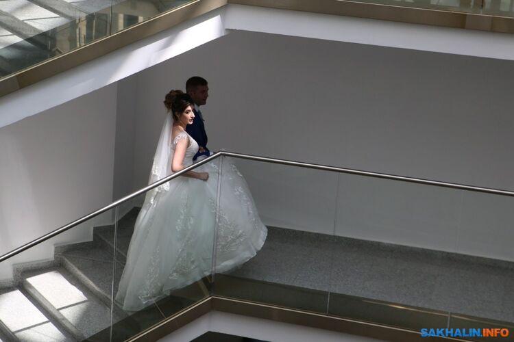 На Сахалине большинство женщин выходят замуж в 25-29 лет