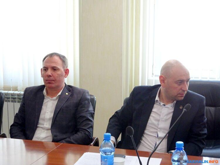 Сергей Кузьменко (слева)