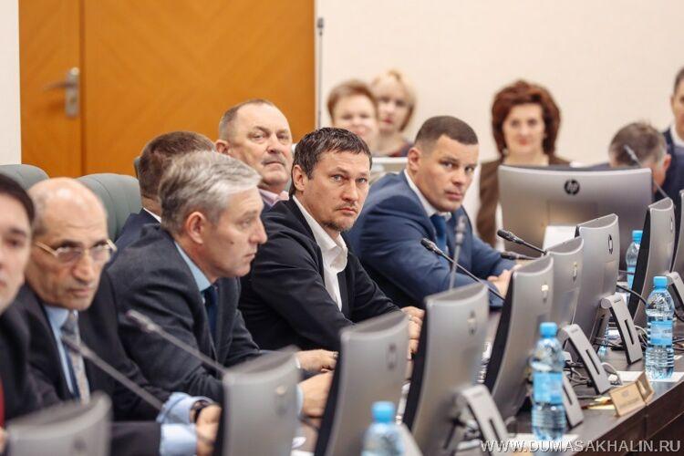 Евгений Лотин (справа), фото прес-центра облдумы