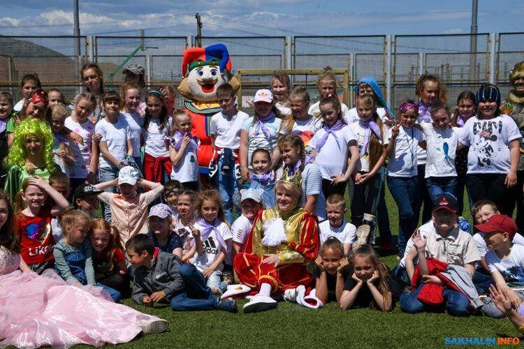 На открытии детской пришкольной площадки вЮжно-Курильской средней школе