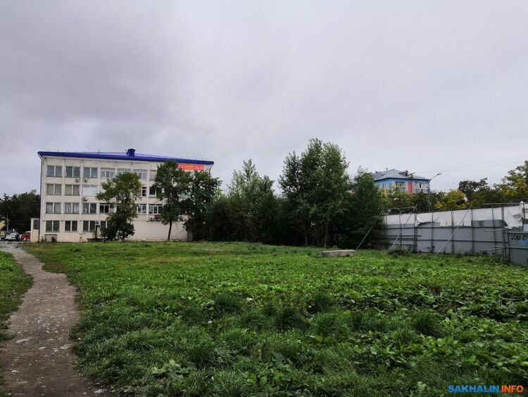 "Пустырь у""Дома Быта"""
