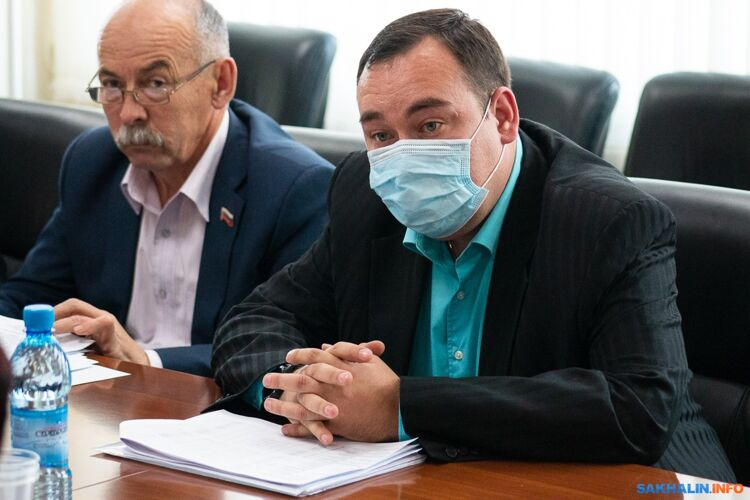 Алексей Ефимов (в маске)