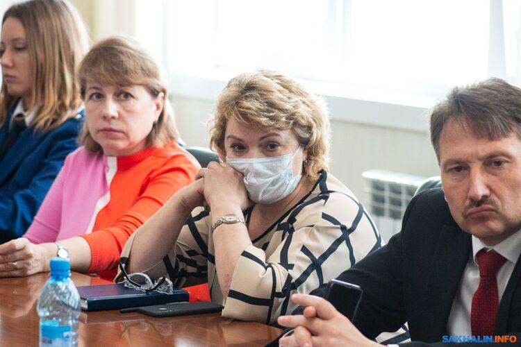 Елена Харина (в центре)