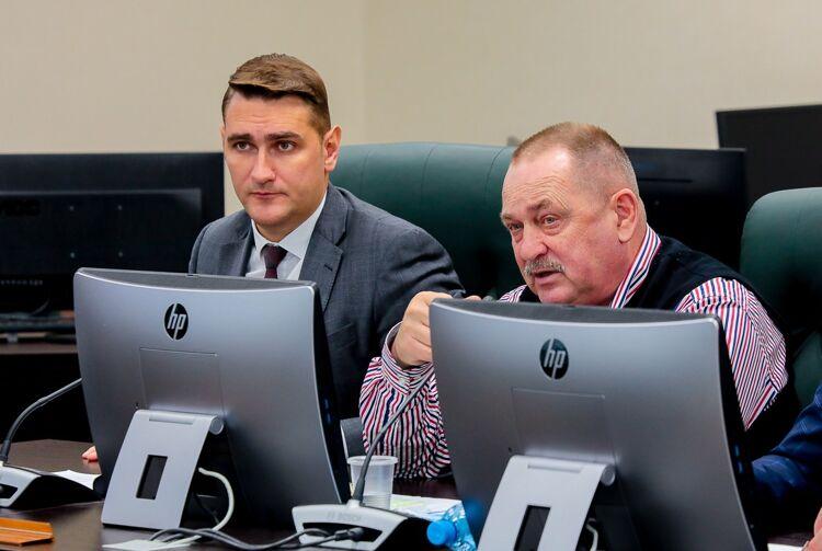 Александр Ивашов (слева)