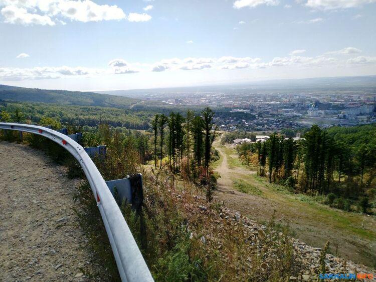 Слева— трасса газопровода, справа— трасса Динамо