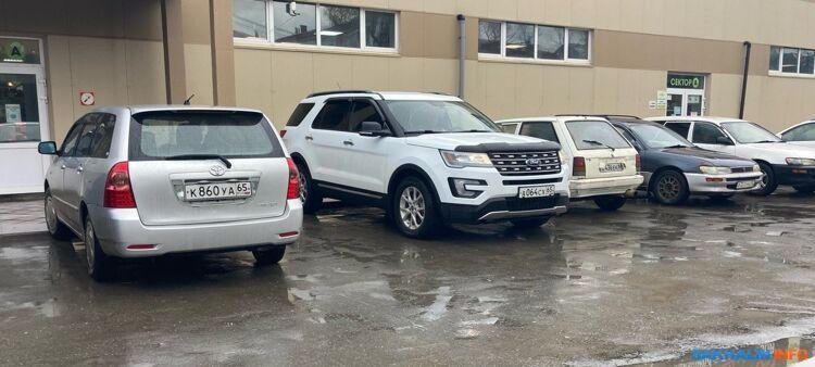 Сахалинские чиновники продолжают ездить на служебных машинах по личным делам. Кто прекратит это безобразие?