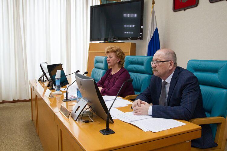 Александр Кислицин справа, фото областной думы