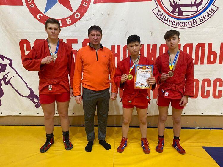Сахалинские самбисты привезли три медали из Хабаровска