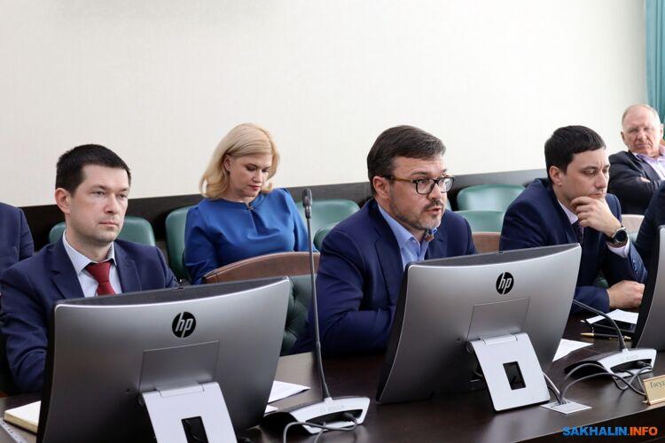 Максим Федотов (в центре)