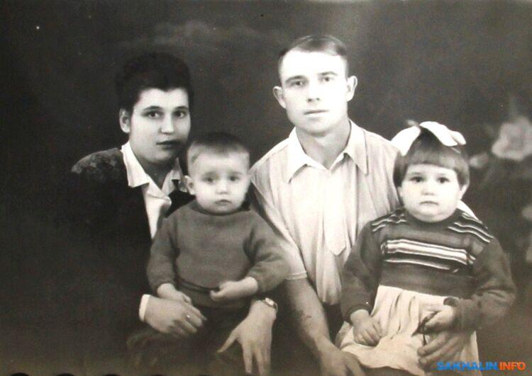 Семья Холоденко, Чехов, 1956 год