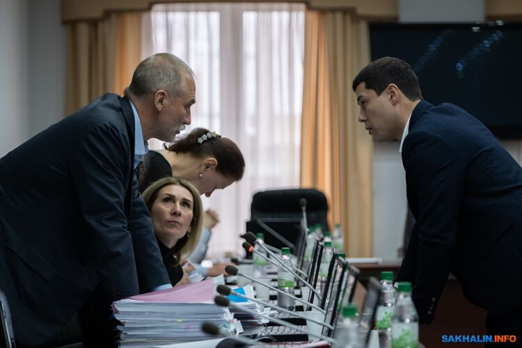Сергей Дмитриев (слева) и глава департамента архитектуры Денис Ю (справа)