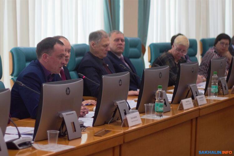 Сергей Емельянов (слева)
