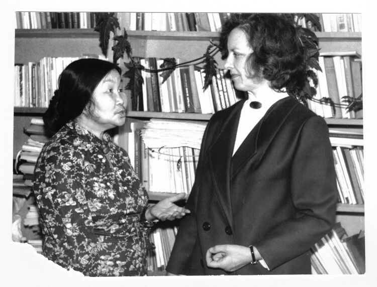 Галина Отаина (слева) с коллегой - сотрудницей Института истории археологии и этнографии народов Дальнего Востока