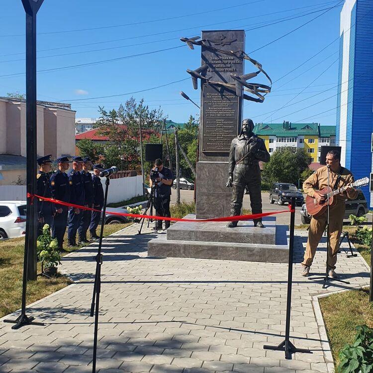 На Сахалине памятник военным лётчикам открыли в Охе