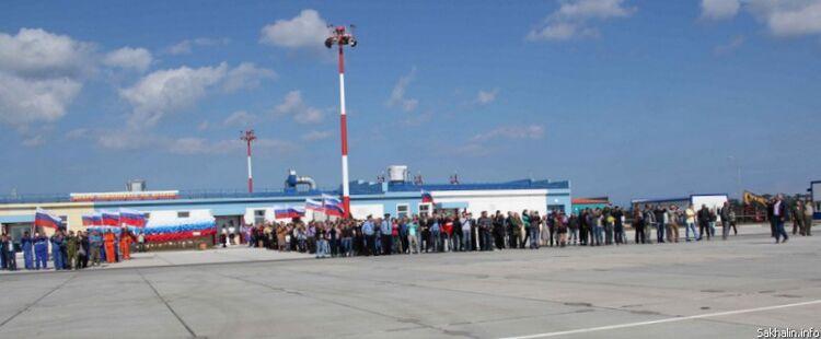 Народ встречает первый рейс