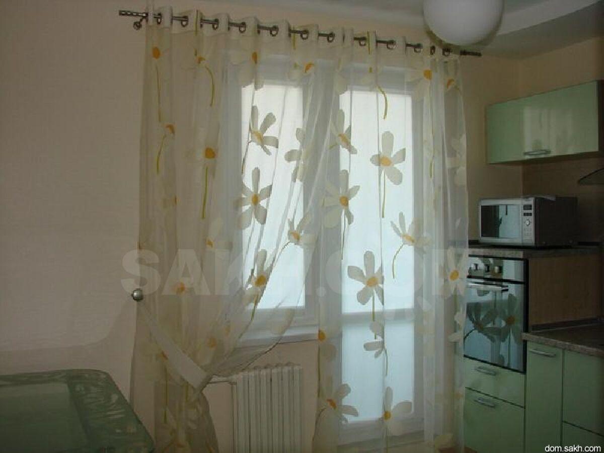 Какие шторы выбрать для кухни с балконом.