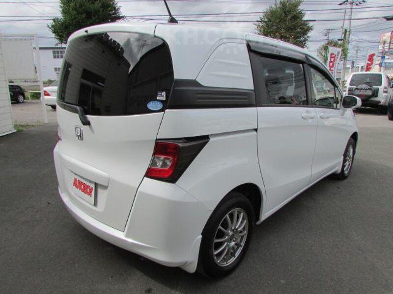 Honda Freed Spike, 2015
