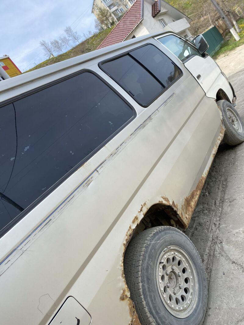 Nissan Caravan, 2000
