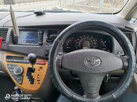Toyota Isis, 2005