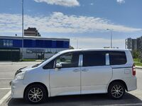 Toyota Noah, 2013